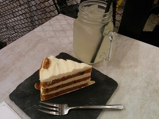 お洒落カフェ発見!しかしケーキが甘い…