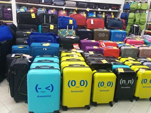 スーツケースも売ってます