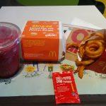 話題になったマックの塩味黄身クリーム入りバーガー(Salted Egg Yolk Chicken Burger)を食べました
