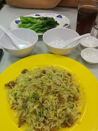 牛肉チャーハンと野菜のニンニク炒め