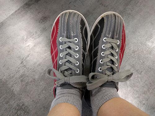 借りたボーリング用の靴。きれいでした。