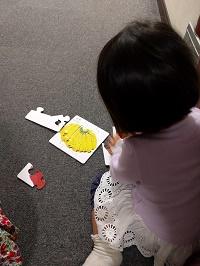 パズルで遊ぶ姪っ子2号