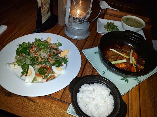 サラダ、スープ、魚の煮物