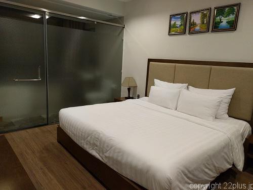 スイートに泊まれたアバターホテルのメインベッドルーム