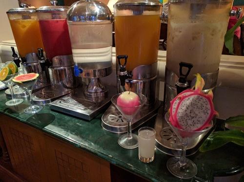 フラマの朝食ブッフェ、フルーツジュースのコーナー