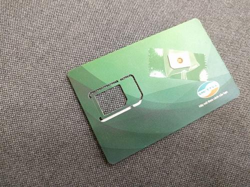 プリペイドSIM(はずしたシンガポールのSIMはセロテープで貼ってくれました)