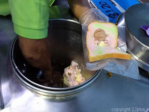 屋台販売のアイスサンドイッチ