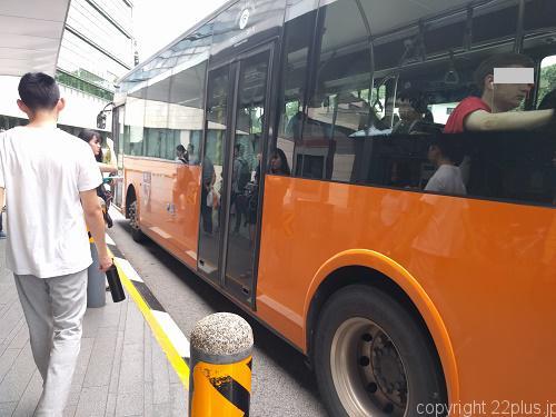 NUS構内を走るシャトルバス