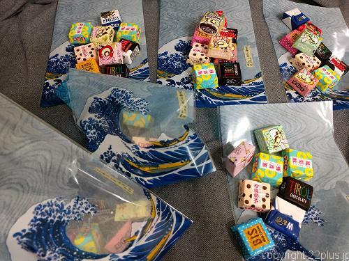 チロルチョコは小分けの袋に詰めて配布