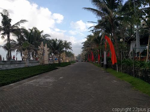 レギャンビーチ沿いの道
