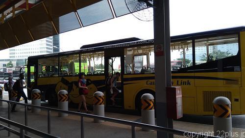 ジョホールに向かうCauseway Link社のバス