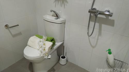 トイレとシャワーが隣同士